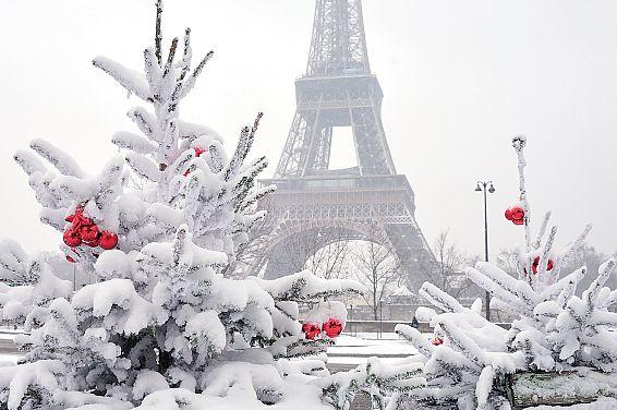 Автобусом в Париж из Калининграда на Новый год
